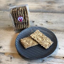 Koolhydraatarme crackers met kaas en sesam