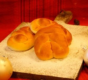 Kerst gevlochten broodjes